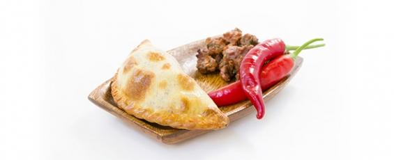Empanada argentina de carne picante