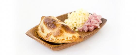 Empanada argentina de jamón y queso